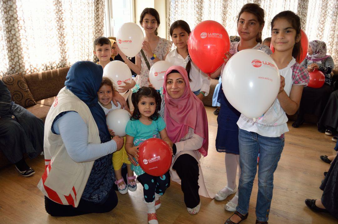 """WEFA Uluslararası İnsani Yardım Organizasyonu """"Ülke ziyaretleri"""" kapsamında 29 Mart-1 Nisan tarihleri arasında Türkiye'ye gidiyor. Bir dizi projenin gerçekleştirileceği program kapsamında yetimler başta olmak üzere yetim anneleri ile ihtiyaç sahiplerine çeşitli yardım paketleri dağıtılırken, mülteciler için un yardımında bulunulacak."""