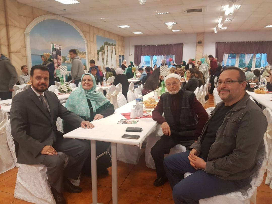 """WEFA, """"Bir İftar, Bir Sıcak Yuva"""" sloganıyla yürüttüğü proje ile Arakanlı mültecilerin sıcak bir yuvaya kavuşmasına vesile oluyor. 19 Mayıs'ta Elsenfeld ve 20 Mayıs'ta Heilbronn'da Arakanlılar yararına organize edilen iftar programı çok sayıda hayırseveri bir araya getirdi."""