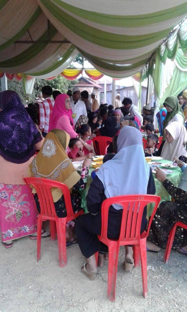 WEFA Uluslararası İnsani Yardım Organizasyonu Kamboçya'daki gençlerin düğün yemeklerini düzenlemeye devam ediyor. Her ay bir gencin düğün yemeğine destek veren WEFA, mayıs ayında da ihtiyaç sahibi genç bir çiftin düğün yemeğini organize etti.