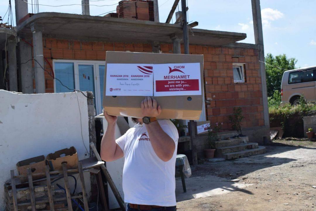 WEFA Uluslararası İnsani Yardım Organizasyonu ramazan yardımları kapsamında 26-30 Mayıs tarihlerinde Makedonya'ya ziyaret gerçekleştirdi. Yoksul ailelere kumanya dağıtan WEFA ekibi, bölgede yaşayan ihtiyaç sahibi aileleri evlerinde ziyaret etti.