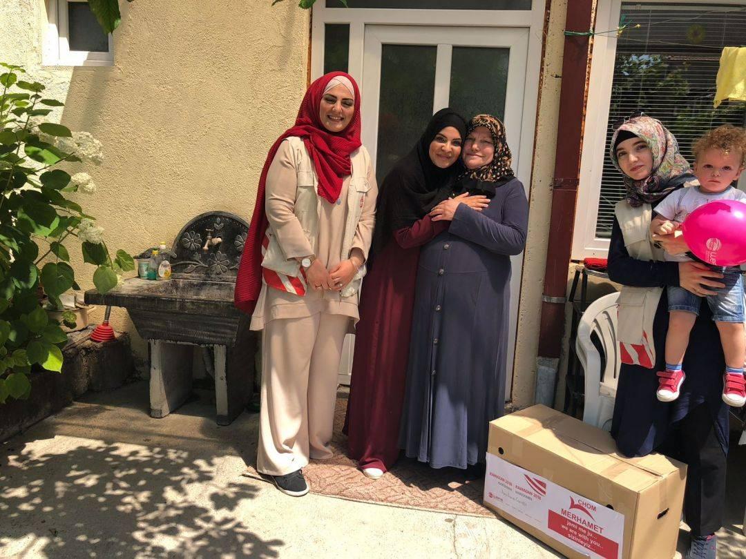 Ramazan yardımları kapsamında Makedonya'ya ziyaret gerçekleştirenWEFA yoksul ailelere kumanya dağıttı.