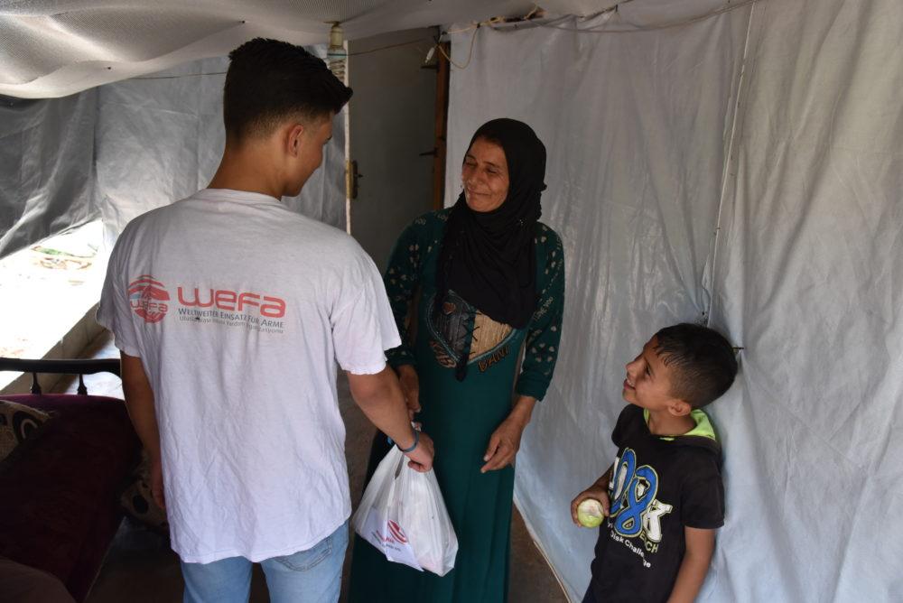 Bu sene 25 ülke ve bölgede kurban faaliyetlerini gerçekleştiren WEFA Uluslararası İnsani Yardım Organizasyonu savaş, doğal afet, açlık ve kuraklık gibi sebeplerle ülkelerini terk etmek zorunda kalan mültecileri bu kurbanda da yalnız bırakmadı.