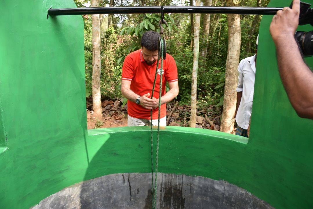 WEFA Uluslararası İnsani Yardım Organizasyonu Genel Başkanı Musab Aydın Sri Lanka'daki su kuyularının denetimini yaptı.