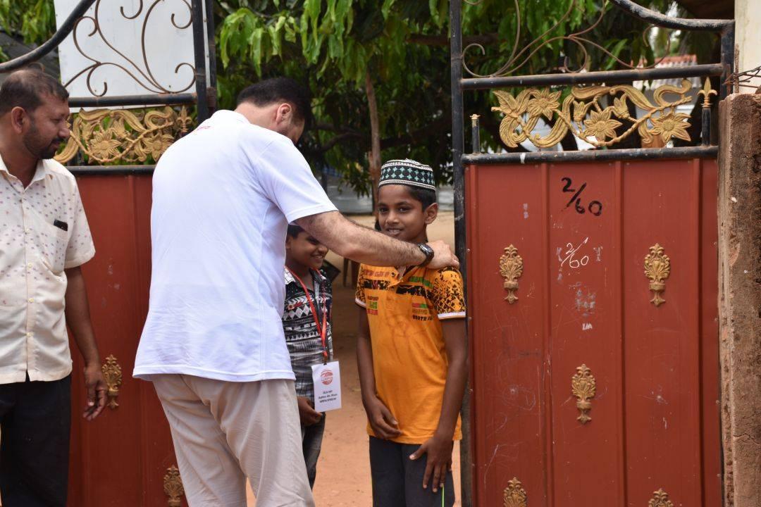 WEFA, Yetim Sponsorluğu projesi çerçvesinde destek verdiği yetimleri senenin belli zamanlarında evlerinde ziyaret etmektedir. Bu bağlamda WEFA Genel Başkanı Musab Aydın Sri Lanka ziyareti kapsamında yetimleri evlerinde ziyaret etti.