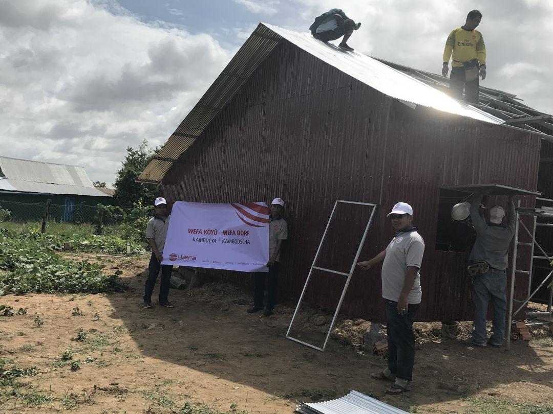 WEFA Uluslararası İnsani Yardım Organizasyonu kalıcı projeler kapsamında Kamboçya'daki ihtiyaç sahipleri için ev inşa ediyor. 30 haneden oluşacak olan Kamboçya WEFA Köyü'nde ilk 3 hane tamamlandı.