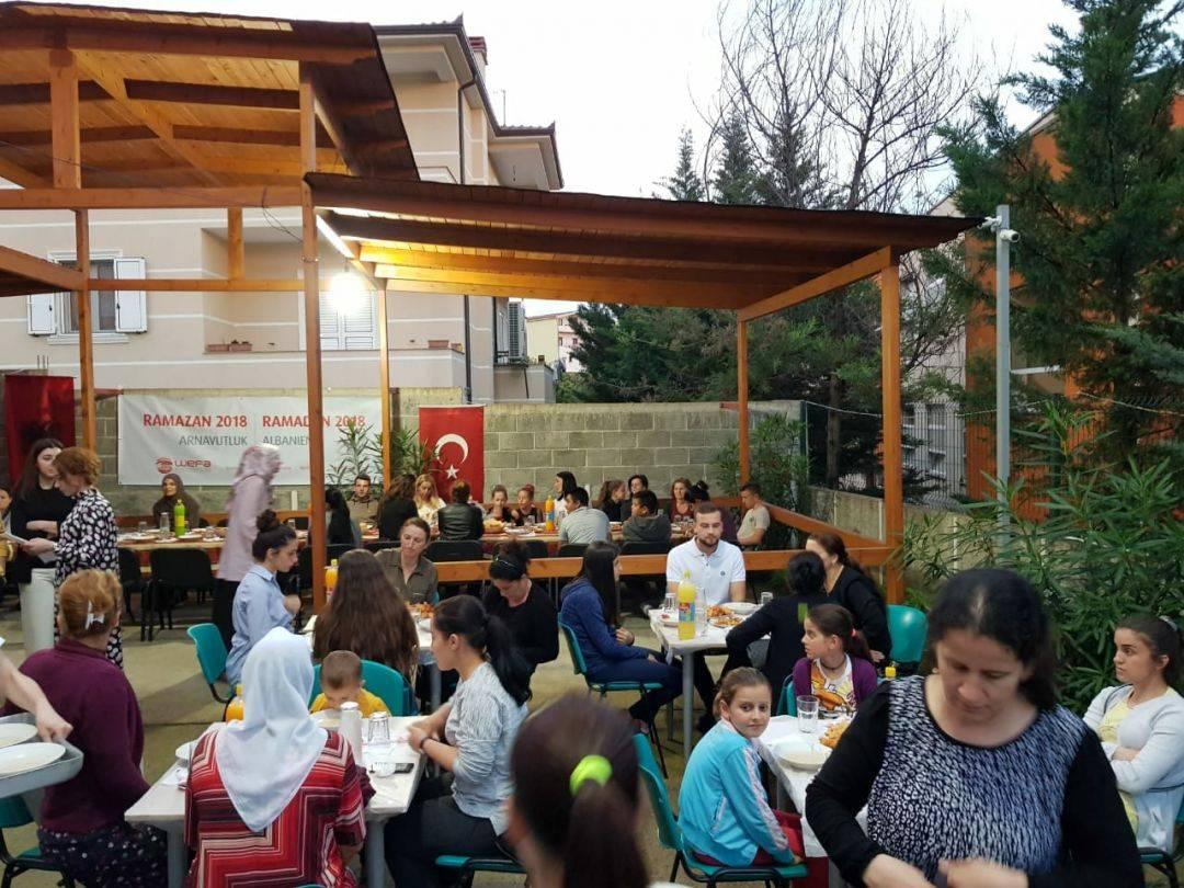 WEFA Uluslararası İnsani Yardım Organizasyonu ramazan yardımları kapsamında 23-26 Mayıs tarihlerinde Arnavutluk'a ziyaret gerçekleştirdi. Kumanya ve iftar bağışlarını ihtiyaç sahiplerine ulaştıran WEFA ekibi, yetimlere bayramlık hediye etti.