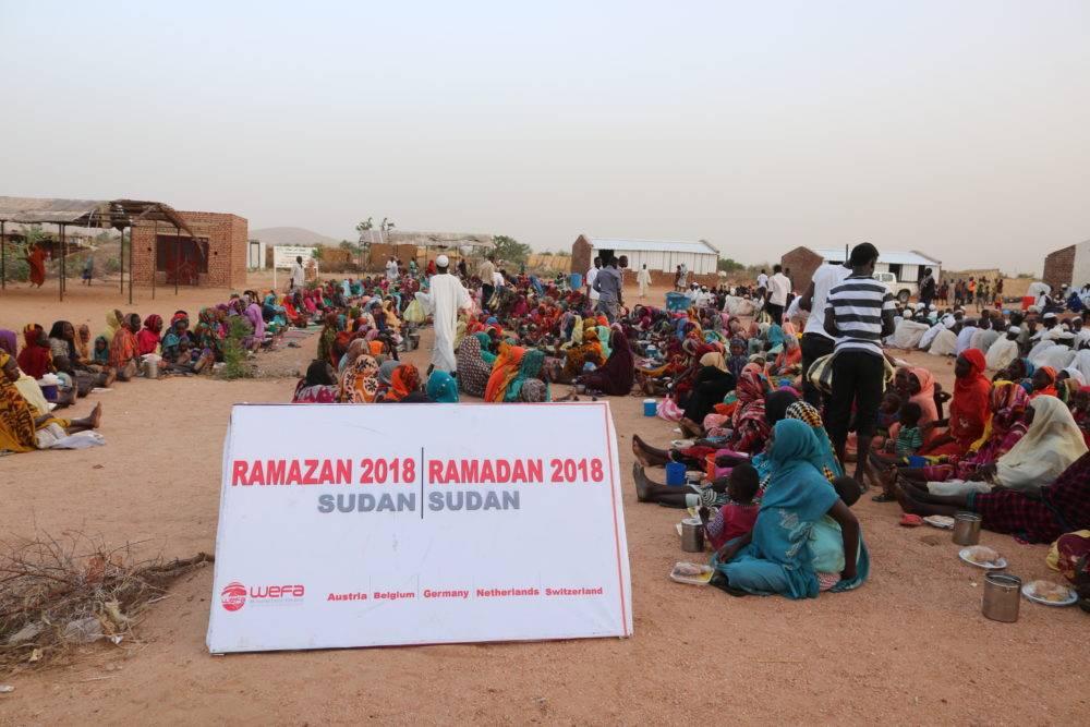 """WEFA Uluslararası İnsani Yardım Organizasyonu """"Ramazan Paylaştıkça Güzel"""" sloganı ile gerçekleştirdiği 2018 Ramazan Kampanyası ile ramazanın bereketini uzak coğrafyalara götürdü. 28 ülkede gerçekleştirilen ramazan kampanyası kapsamında 39 Bin 250 kişiye iftar yemeği verildi. Dünyanın farklı yerlerinde kurulan iftar sofralarında yetimler, yoksullar, yaşlılar, mülteciler ve kimsesizler ağırlandı."""