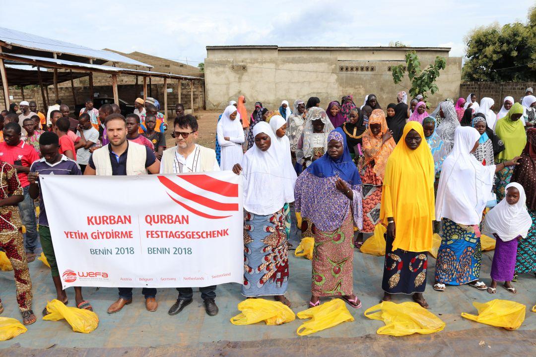 Bu yılki kurban çalışmalarını yine başarıyla tamamlayan WEFA, 26 gözlemci nezaretinde kurban kesim ve dağıtımlarını gerçekleştirdi.