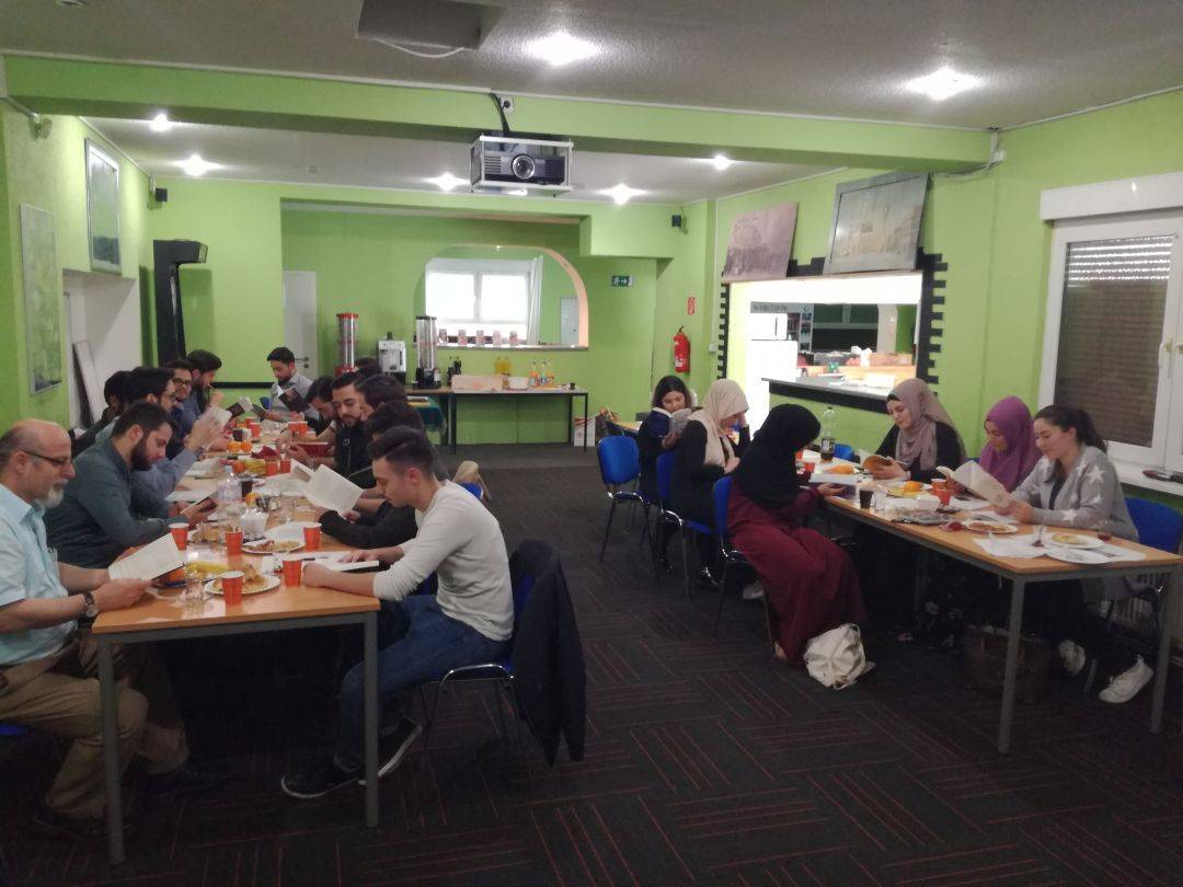 Genç WEFA ekibi Dünya Kitap Günü vesilesiyle 22 Nisan'da kitap okuma etkinliği düzenleyerek Moğolistan'da yetimler için inşa edilecek kütüphaneye destek verdi.