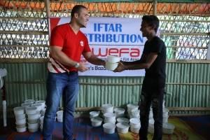 WEFA Uluslararası İnsani Yardım Organizasyonu Ramazan Kampanyası vesilesiyle Bangladeş'e ziyaret gerçekleştirdi. Kumanya dağtımının yanı sıra ihtiyaç sahiplerine iftar veren WEFA, yetimlere de bayramlık hediye etti.