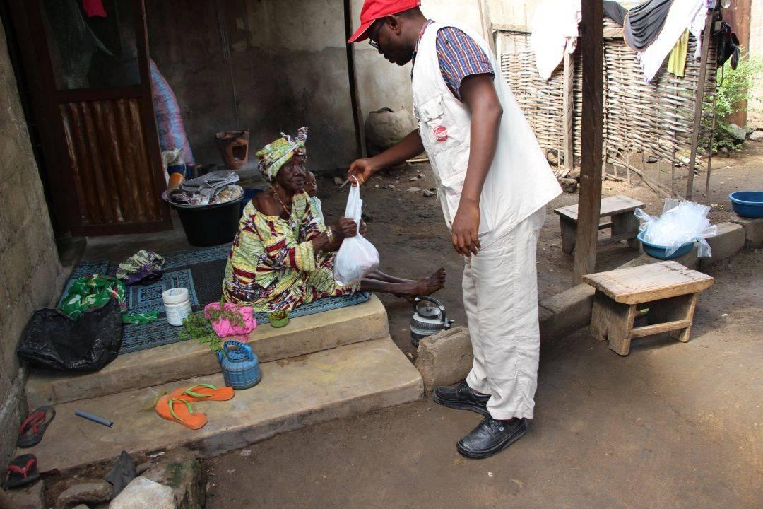 WEFA Uluslararası İnsani Yardım Organizasyonu hayırseverlerin bağışladığı adak ve akika kurbanlarının kesimlerini gerçekleştirerek ihtiyaç sahiplerine ulaştırmaya devam ediyor. Haziran ayı adak ve akika kurbanlarını Togo ve Burkina Faso'da kesen WEFA, toplam 196 hisse kurbanı yetimlere, yoksullara, hasta ve yaşlılara dağıttı.