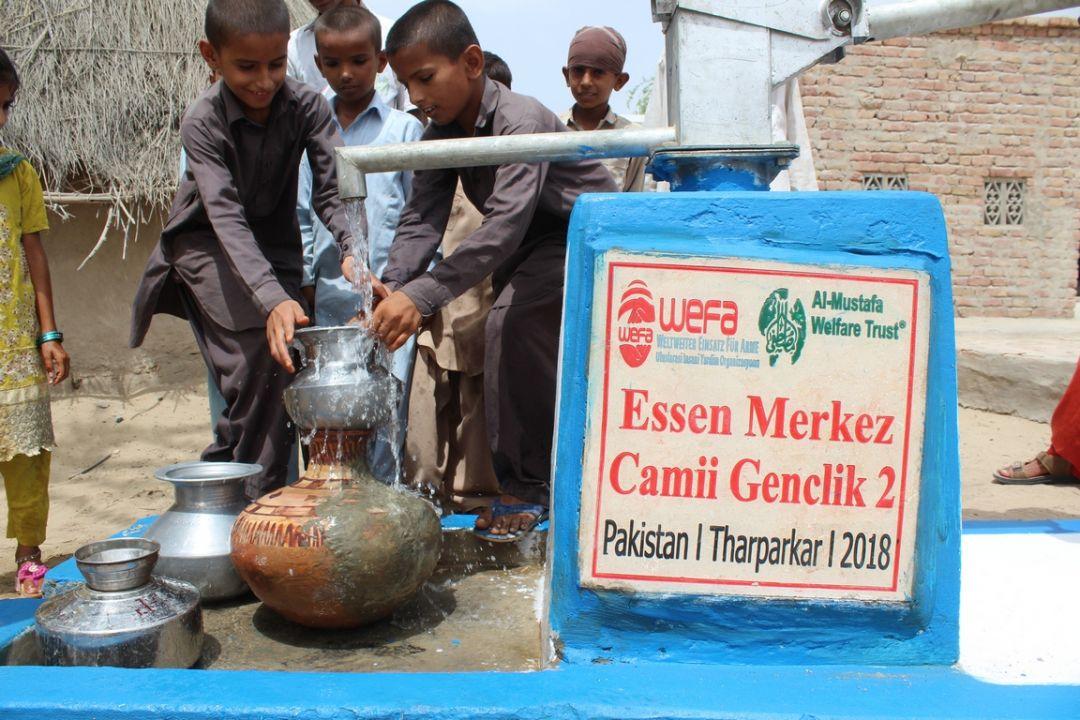 WEFA Uluslararası İnsani Yardım Organizasyonu Pakistan'da 2018 yılında inşa etmeye başladığı su kuyuları ile bölge halkını temiz suyla buluşturuyor. Bu sene Pakistan'da 71 su kuyusu açan WEFA, 80 su kuyusu daha yapmak için çalışmalara başladı.