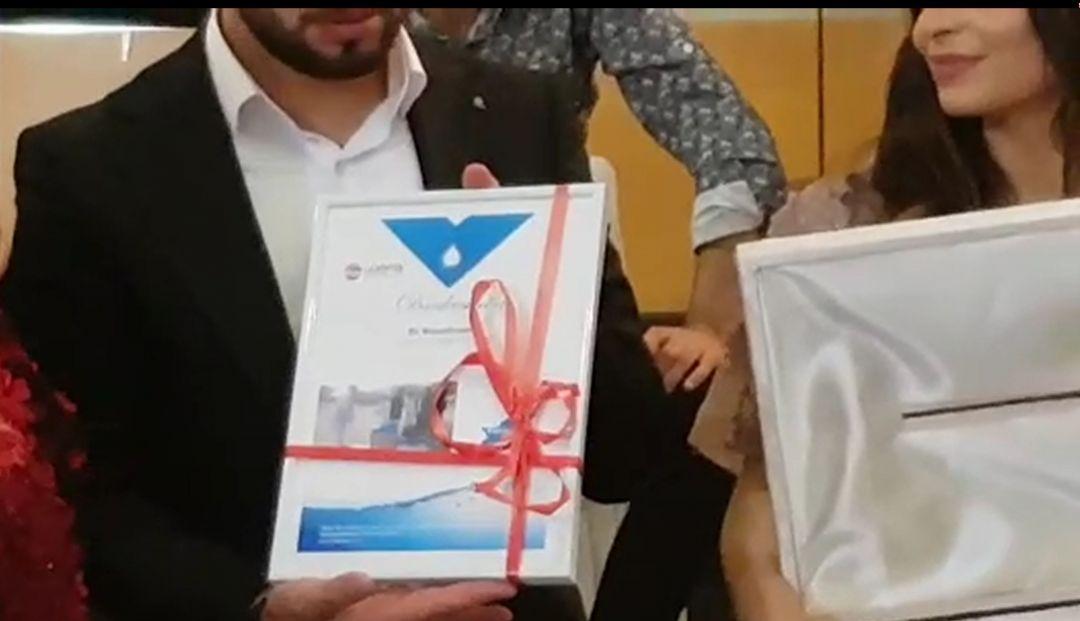 Almanya'nın Gießen şehrinde yaşayan bir hayırsever haftasonu evlenen kardeşine anlamlı bir düğün hediyesi hazırlattı. Tülay Çelik isimli hayırsever düğün hediyesi olarak gelin ve damat için WEFA Uluslararası İnsani Yardım Organizasyonu aracılığıyla Pakistan'da su kuyusu yaptırdı.