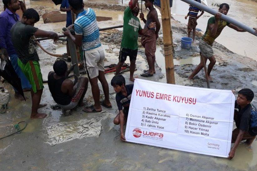 """WEFA Uluslararası İnsani Yardım Organizasyonu """"Su Kuyusu"""" projesi kapsamında Bangladeş'te 200 metre derinliğinde su kuyuları inşa etmeye başladı."""