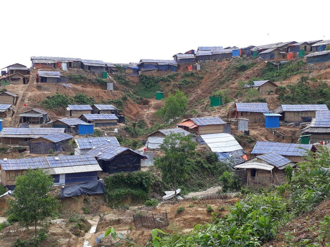 Bangladeş'te yaşam mücadelesi veren mülteciler için evler inşa eden WEFA Uluslararası İnsani Yardım Organizasyonu 1000 haneden oluşacak olan Bangladeş WEFA Köyü'nde ilk 100 haneyi tamamladı.
