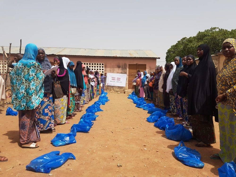 Adak, akika ve şükür kurbanlarını her ay düzenli olarak kesenWEFA Uluslararası İnsani Yardım Organizasyonu evlerine et girmemiş muhtaç insanları sevindirmeye devam ediyor.