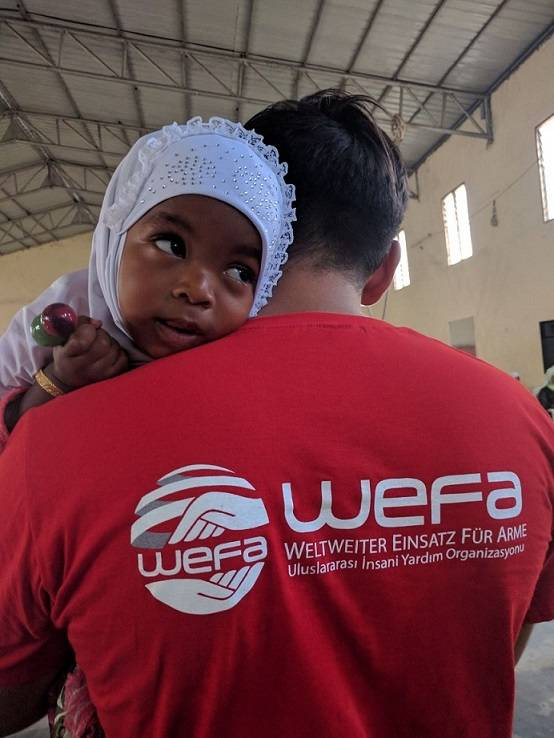 """WEFA Uluslararası İnsani Yardım Organizasyonu hayata geçirdiği """"Yetim Sponsorluğu"""" projesi ile 16 ülkede 2 binden fazla yetimi şefkat şemsiyesi altına alarak onların gıda, barınma, sağlık, eğitim gibi yaşamsal giderlerine destek vermektedir."""
