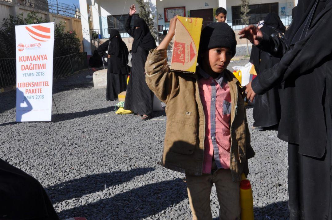 """Yemen'de """"Acil Yardım"""" kapsamında yardım çalışmalarını gerçekleştiren WEFA, Yemen halkına gıda paketi ulaştırmaya devam ediyor."""