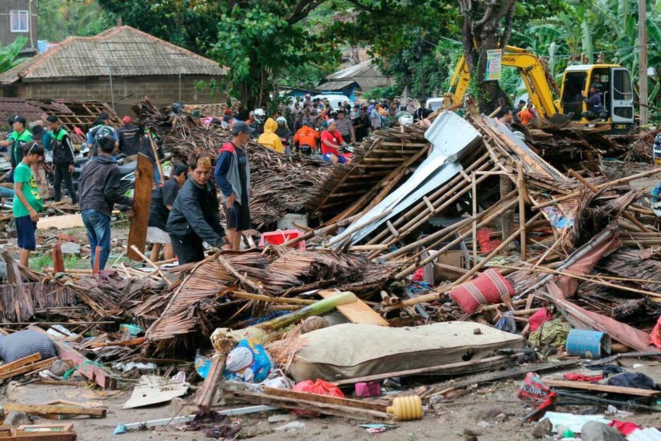 """Endonezya'nın Sunda Boğazı'nda meydana gelen tsunami sonrası WEFA Uluslararası İnsani Yardım Organizasyonu """"Acil Yardım"""" kampanyası başlattı."""