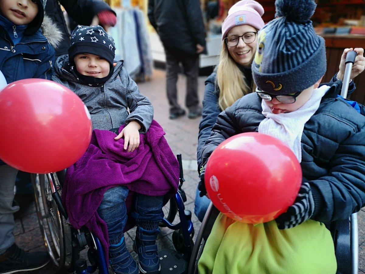 """Almanya'nın Bochum kentinde düzenlenen """"Bochum Weihnachtsmarkt"""" etkinliğinde Genç WEFA tanıtım standı kurdu."""