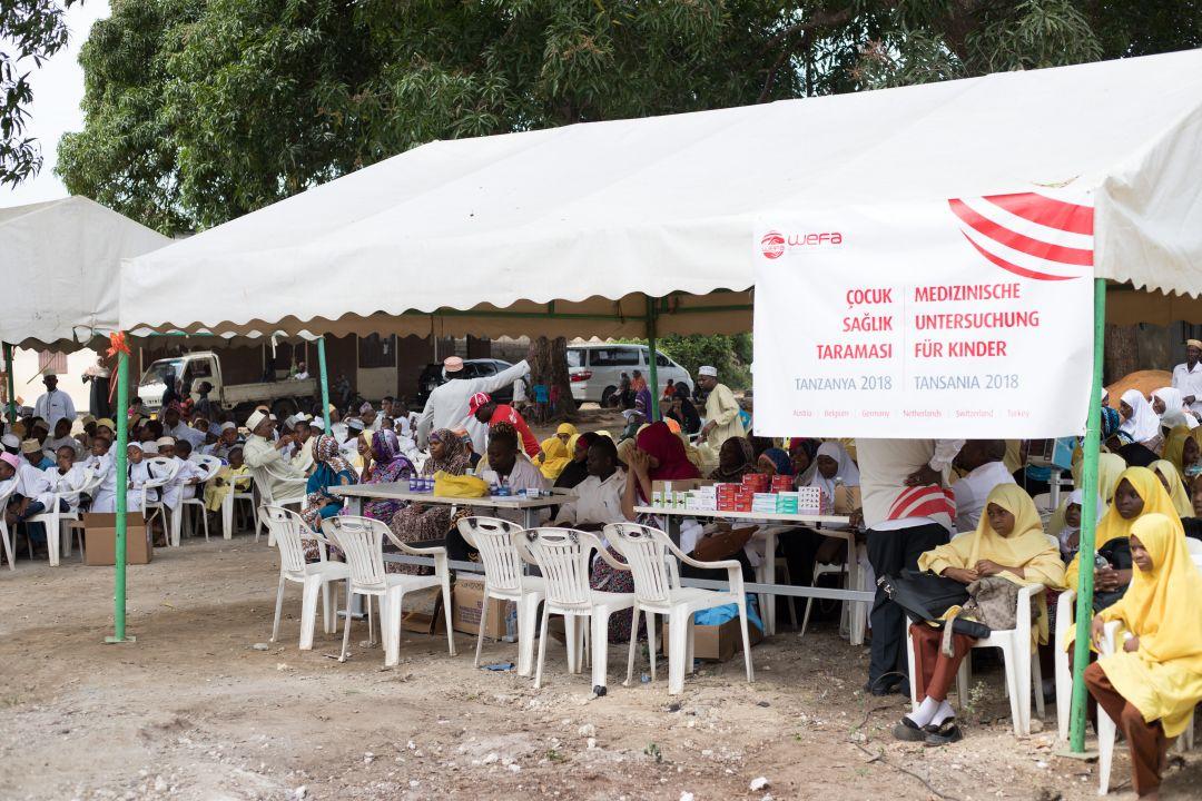 Tanzanya'da sağlık taraması yapan WEFA Uluslararası İnsani Yardım Organizasyonu 400 yetimi muayene etti.