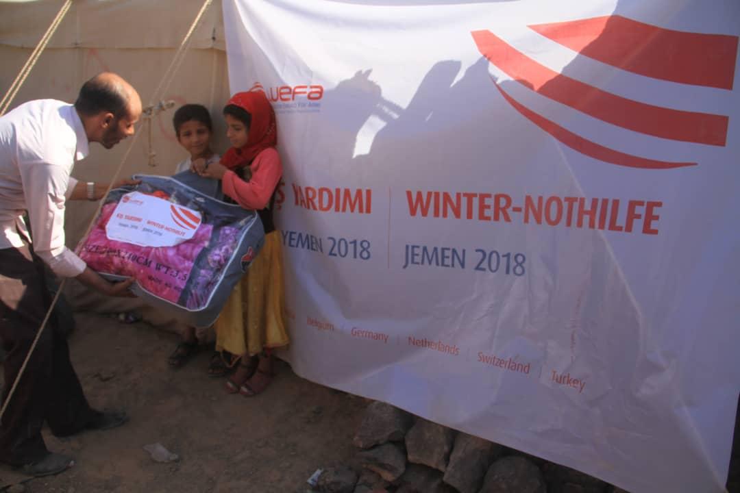 """Yemen'de 2018 """"Kış Kampanyası""""nı başlatan WEFA Uluslararası İnsani Yardım Organizasyonu kampanya kapsamında Yemenlilere battaniye ulaştırdı."""