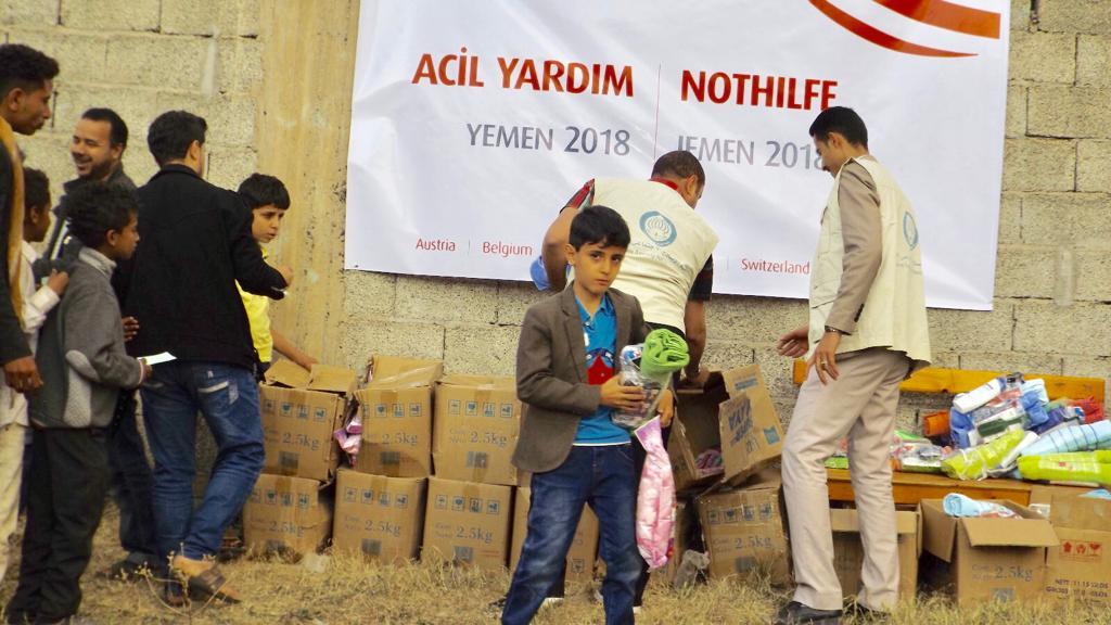 """Yemen'deki duruma sessiz kalmamak için""""Acil Yardım"""" kampanyası başlatan WEFA Uluslararası İnsani Yardım Organizasyonu Yemenlilere hijyen paketi yardımında bulundu."""