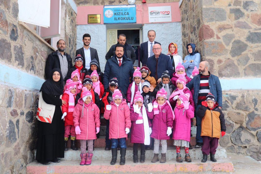 Erzurum'daki 1033 Öğrenciye WEFA'dan Kış Yardımı