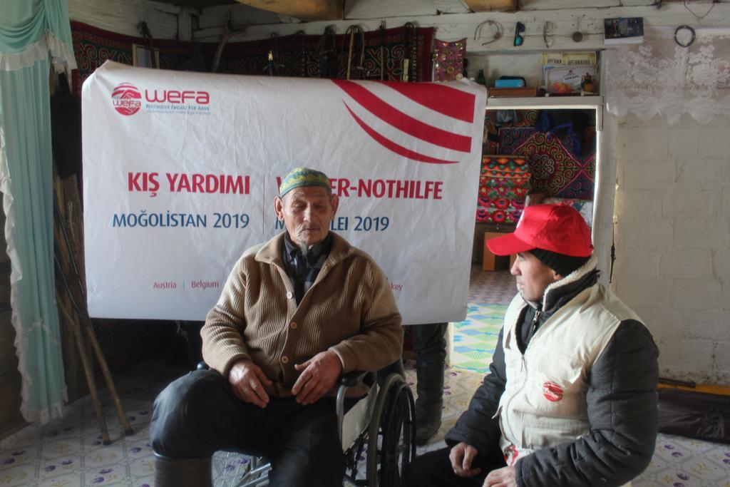 Kış yardımları kapsamında WEFA, Moğolistan'daki yaşlılara, hastalara, kimsesizlere ve muhtaç ailelere kömür yardımında bulundu.