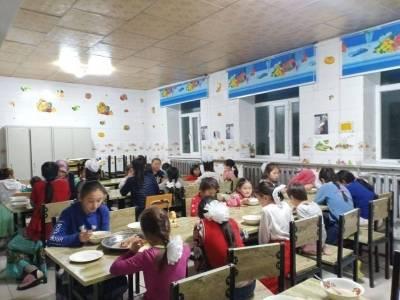 Yetimlerin daha rahat bir ortamda yaşamaları için çeşitli çalışmalar yürüten WEFA, Moğolistan'daki yetimhanenin mutfak ve yemekhanesini yeniledi.
