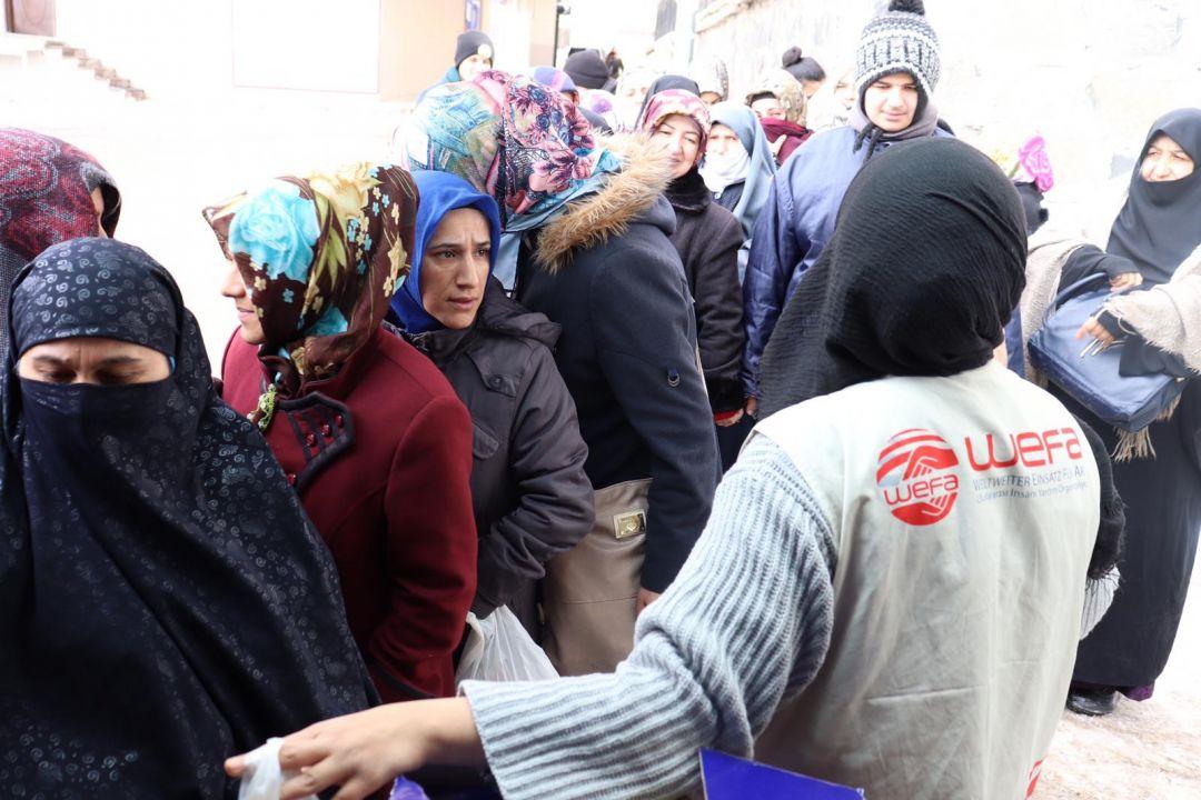 Kış yardımlarına devam eden WEFA Uluslararası İnsani Yardım Organizasyonu Erzurum'daki ihtiyaç sahibi ailelere zekât ve gıda yardımında bulundu.