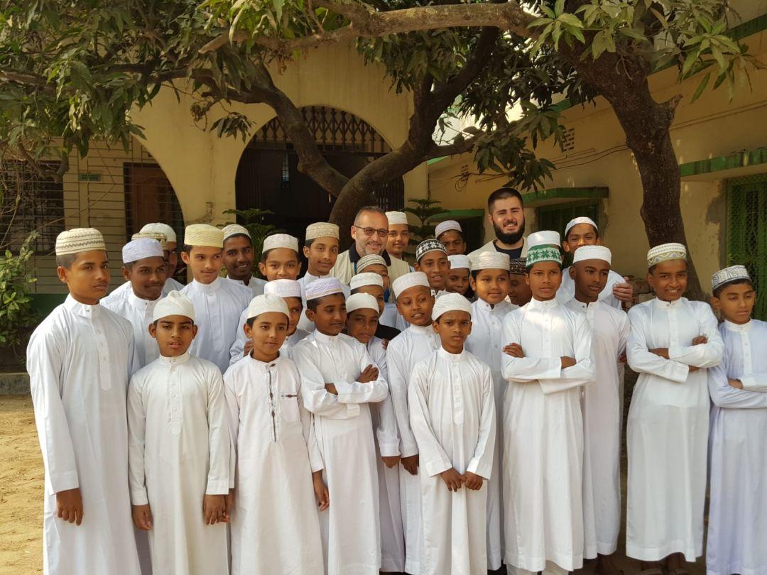ış yardımları kapsamında Bangladeş'e ziyaret gerçekleştiren WEFA Uluslararası insani Yardım Organizasyonu Bangladeş'teki yetimhanelerde kalan yetimleri ziyaret etti.