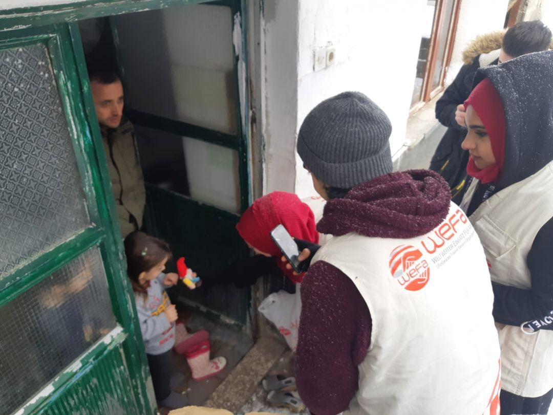 Kış yardımları kapsamında Makedonya'ya giden WEFA Uluslararası İnsani Yardım Organizasyonu Makedonya'daki ihtiyaç sahiplerine kışlık giysi, odun, kömür, soba, battaniye ve zekât yardımında bulundu.