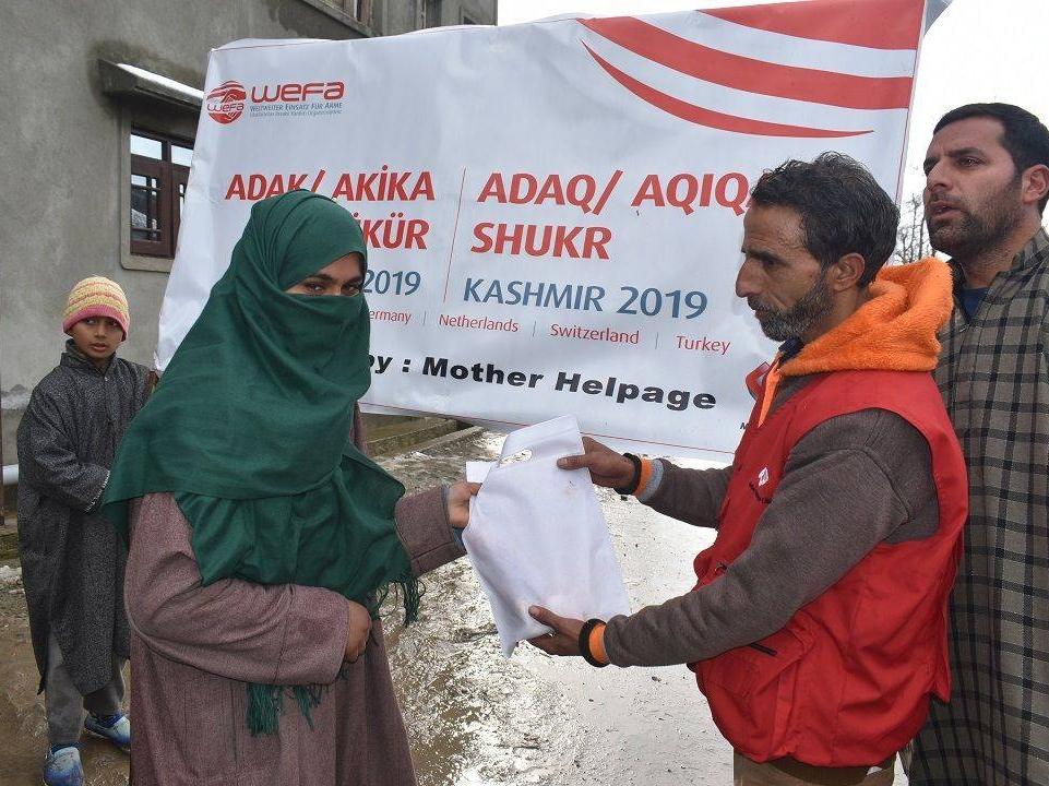 2019 yılının ilk adak, akika ve şükür kurbanlarını Keşmir'de kesen WEFA, toplamda 210 hisse kurbanı bölgedeki yetim annelerine, yaşlılara, hastalara, kimsesizlere ve ihtiyaç sahibi ailelere ulaştırdı.