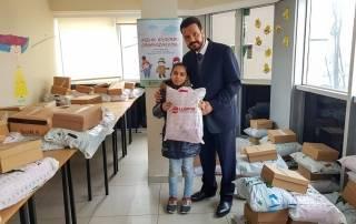 Kış yardımlarını aralıksız sürdüren WEFA Uluslararası İnsani Yardım Organizasyonu İstanbul'daki Suriyeli mültecilere kaban, bot, eldiven, atkı ve bere yardımında bulundu. Yardımlardan toplamda 289 mülteci çocuk yararlandı.