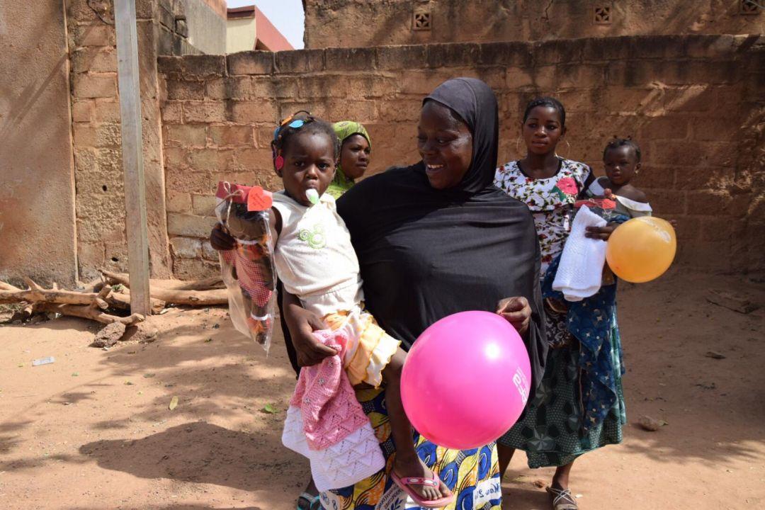 Hâlihazırda 22 ülkede 4.000 yetime hamilik yapan WEFA, senenin belli zamanlarında yetimleri yaşadıkları ülkelerde ziyaret etmekte, yetimlerle ve aileleri ile yakından ilgilenmektedir.