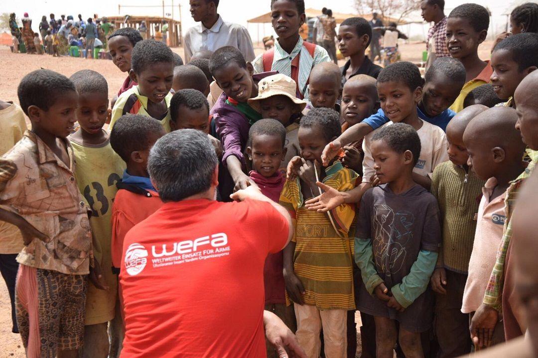 Burkina Faso'ya ziyaret gerçekleştiren WEFA Uluslararası İnsani Yardım Organizasyonu, Tenkodogo iline bağlı bir köyde yaşayan 50 aileye toplamda 100 süt keçisi hediye edecek.