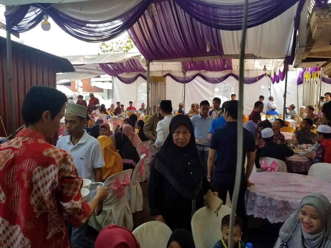 Kamboçya'daki gençlerin düğün yemeklerini organize eden WEFA Uluslararası İnsani Yardım Organizasyonu 2019 yılında da gençleri mutlu etmeye devam ediyor.