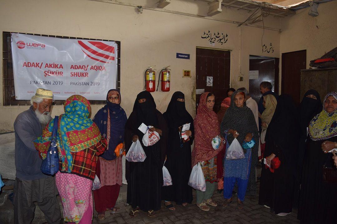 Adak, akika ve şükür kurbanlarını şubat ayında Moğolistan ve Pakistan'da kesen WEFA Uluslararası İnsani Yardım Organizasyonu toplamda 210 hisse kurbanı ihtiyaç sahiplerine ulaştırdı.