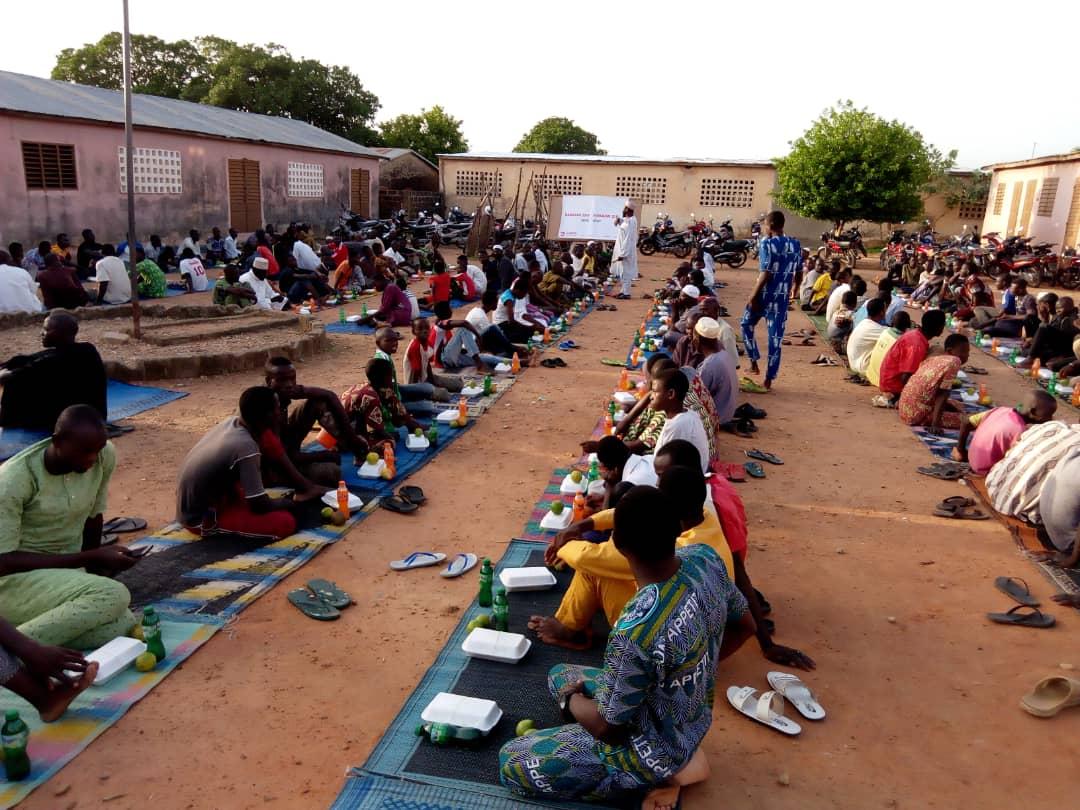 WEFA Uluslararası İnsani Yardım Organizasyonu 12 yıldır gerçekleştirdiği ramazan kampanyası ile Afrika kıtasında binlerce kişiye zekât, fitre, sadaka, kumanya ve iftar yemeği yardımları olmak üzere birçok ayrı kalemde yardım ulaştırmaktadır.