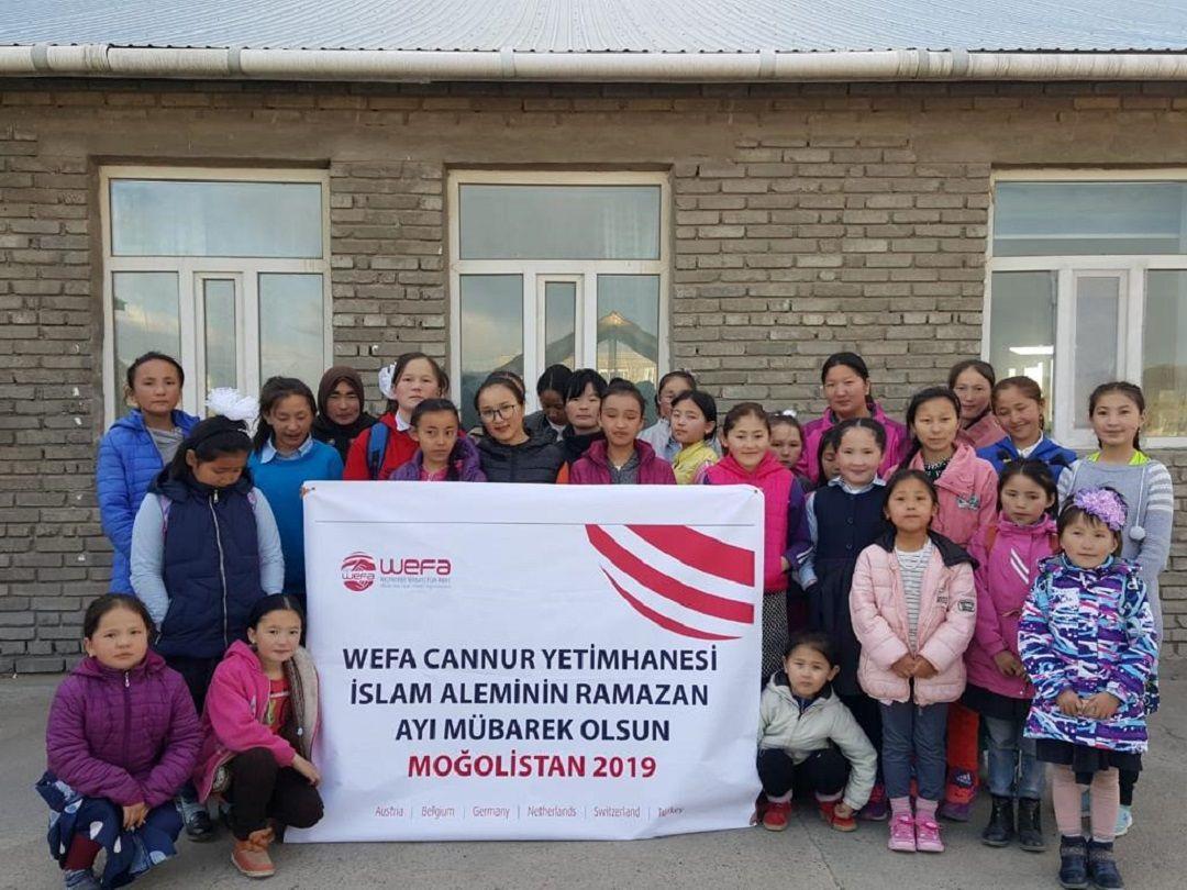 WEFA Uluslararası İnsani Yardım Organizasyonu'nun Moğolistan'da bulunan Cannur Yetimhanesini şimdiden ramazan coşkusu sardı. Yetimhaneyi ramazan ayına özel olarak süsleyen yetimler ramazanı karşılamaya hazır.