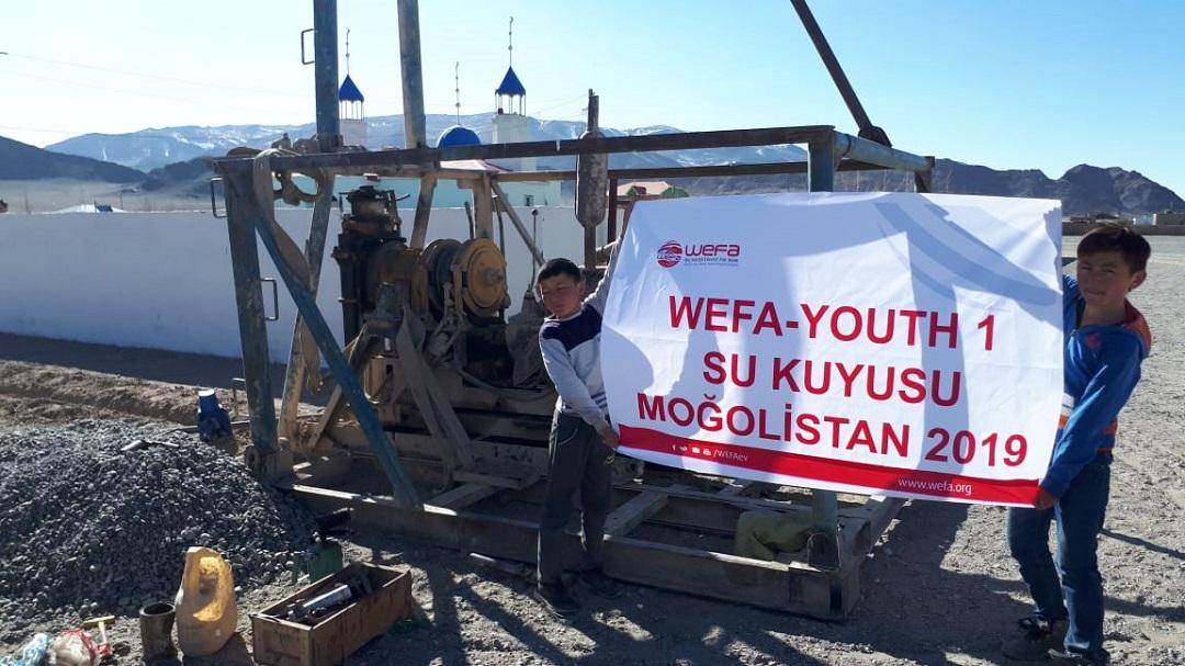Moğolistan halkının temiz su sıkıntısını gidermek amacıyla harekete geçen Genç WEFA, Moğolistan'da su kuyusu inşa ediyor.