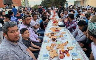 Doğu Türkistan Maarif ve Dayanışma Derneği tarafından düzenlenen iftar programına WEFA Uluslararası İnsani Yardım Organizasyonu sponsor oldu. İftar yemeğine 2000 kişi katıldı.