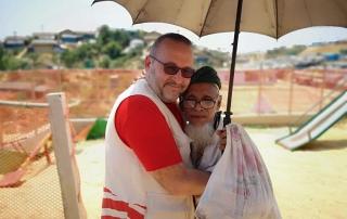 Ramazan ayı ile birlikte çalışmalarına hız veren WEFA Uluslararası İnsani Yardım Organizasyonu Bangladeş'teki Arakan kamplarında yaşayan Müslümanlara kumanya ve zekât yardımında bulundu.