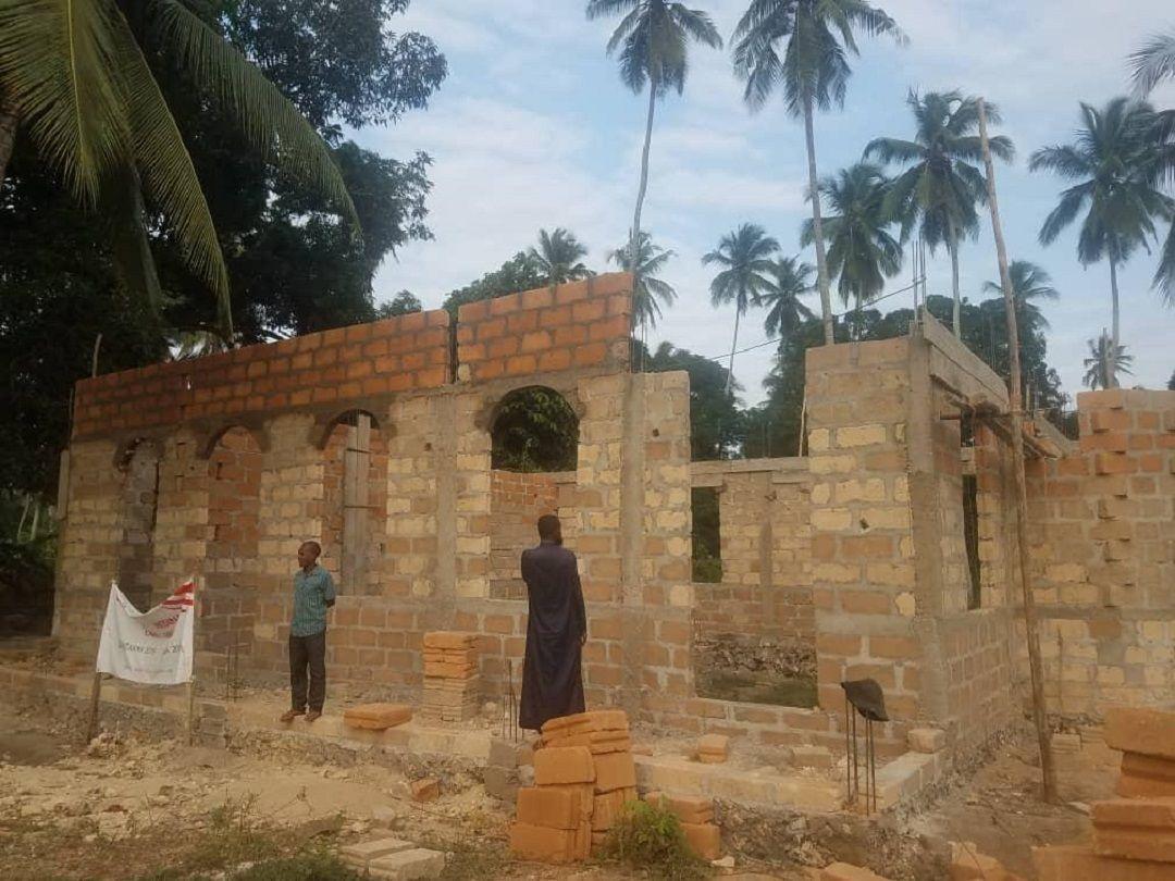 Afrika'da hayata geçirdiği kalıcı eserlerle insanların hayatına dokunan WEFA Uluslararası İnsani Yardım Organizasyonu Tanzanya'da cami inşa ediyor. 150 kişi kapasiteli Medine Camii'nin bu sene içinde hizmete açılması planlanıyor.