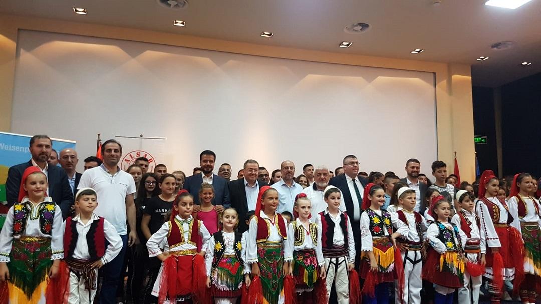 Kurban Bayramı öncesi yetimleri sevindiren WEFA Uluslararası İnsani Yardım Organizasyonu Arnavutluk'taki yetimlere bayramlıklarını şimdiden hediye etti.