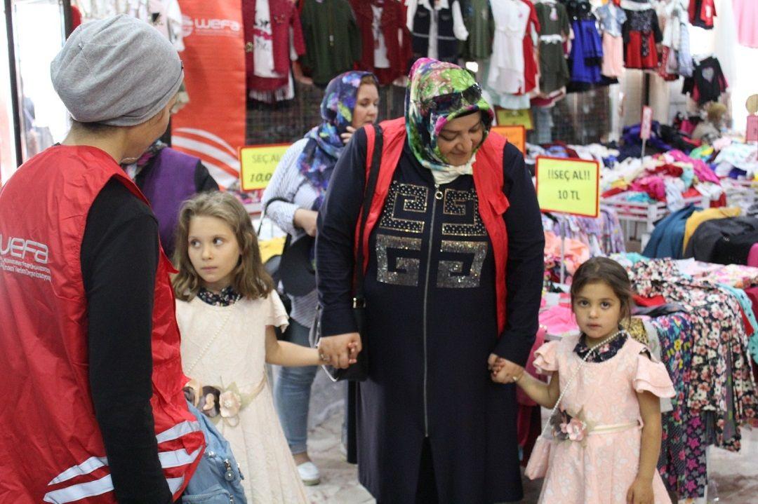 WEFA Uluslararası İnsani Yardım Organizasyonu Kurban Bayramı münasebetiyle Türkiye'deki yetim çocuklara bayramlık kıyafet yardımında bulundu.