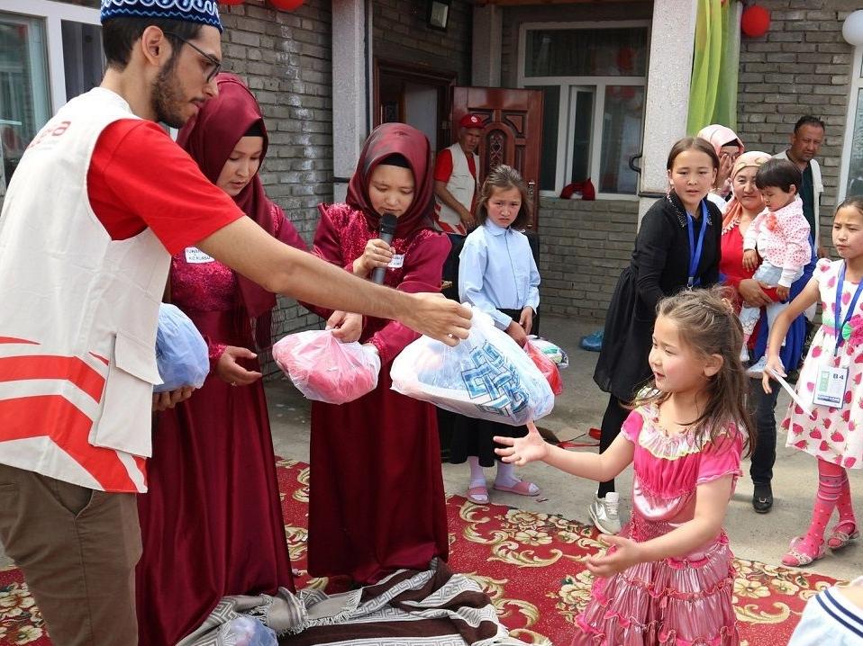Kurban Bayramı'nın yaklaşmasıyla birlikte çalışmalarını hızlandıran WEFA Uluslararası İnsani Yardım Organizasyonu bu sene de yetim çocukları unutmadı. WEFA, bu bayramda 5.000 yetime bayramlık kıyafet hediye edecek.