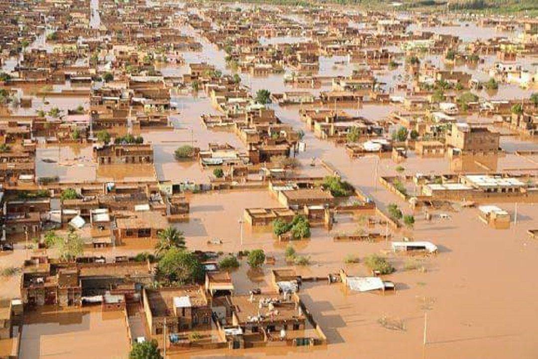 Sudan'da başkent Hartum'un kuzeyindeki Ceyli bölgesinde geçen ay meydana gelen sel felaketinin ardından evleri yıkılan ya da büyük hasar gören ailelere WEFA Uluslararası İnsani Yardım Organizasyonu tarafından gıda paketi dağıtıldı.