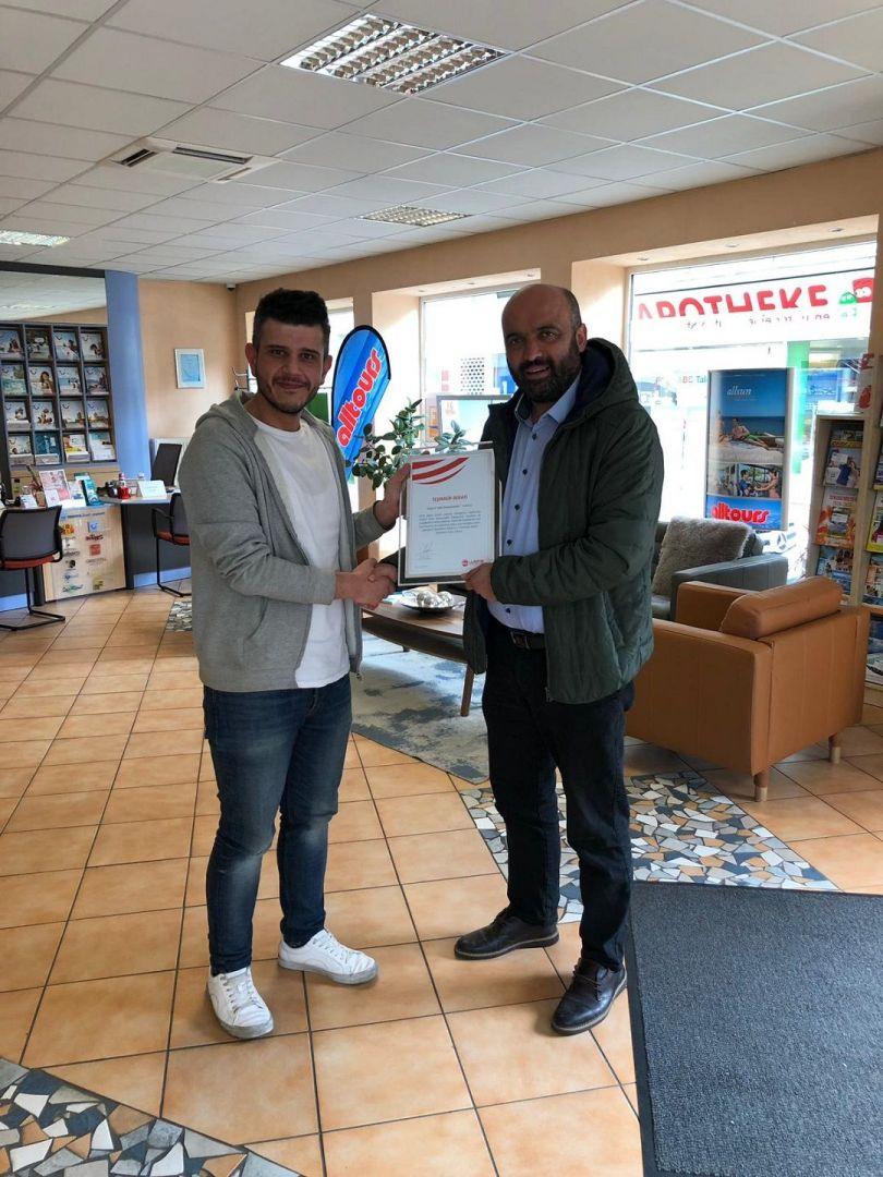 Bağışçı ziyaretlerine devam eden WEFA Uluslararası İnsani Yardım Organizasyonu Almanya'nın Gelsenkirchen şehrinde yaşayan ve ARC Reisecenter firmasının sahibi Murat Kar'a teşekkür ziyareti gerçekleştirdi